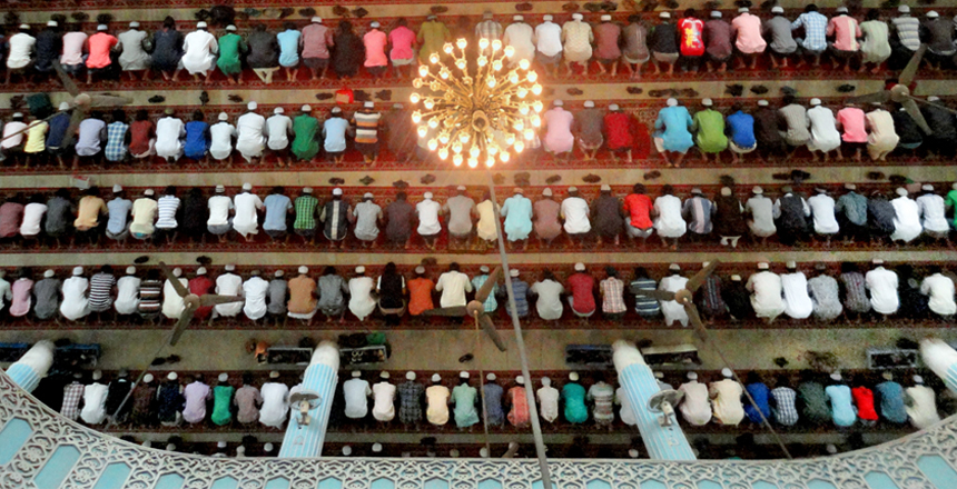 Muslims_praying_in_a_Masque_in_Bangladesh copy